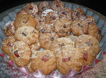 Biscotti con farina di mandorle e datteri.