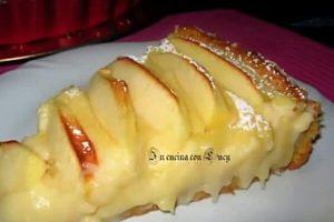 Crostata di mele con crema pasticcera.