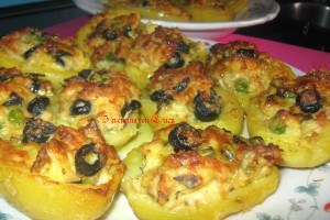 Patate ripiene di tonno e olive.