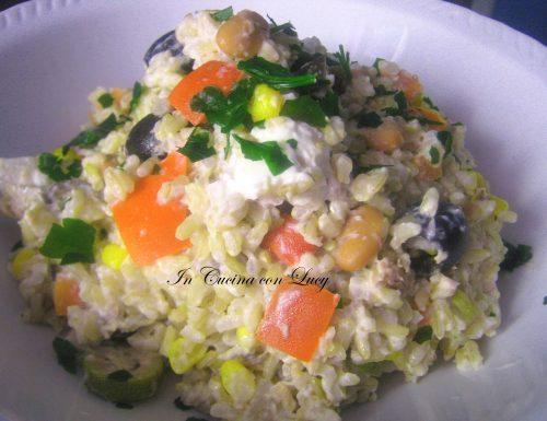 Insalata di riso integrale senza maionese.
