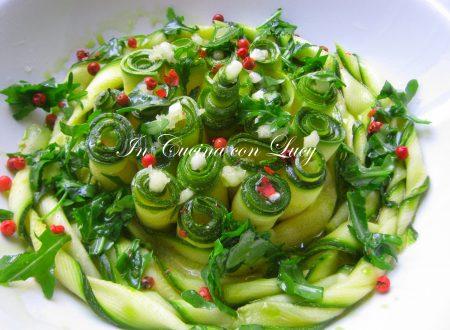 Zucchine marinate e speziate.