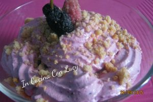 Crumble alle bacche di gelso nere