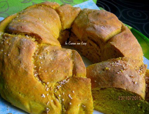 Pane alla zucca aromatizzato e sesamo.