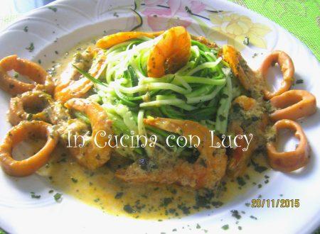 Spaghetti di zucchine con gamberi,anelli di calamari e seppie.