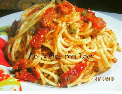 Spaghetti con pomodori secchi,anacardi e mollica tostati.