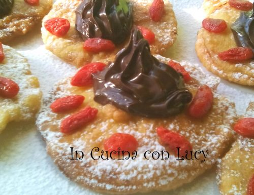 Mele in pastella farcite con crema gianduia e bacche di goji.