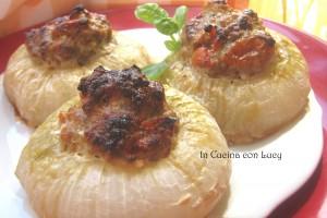 Cipolle fresche farcite con salsiccia