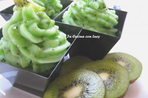Crema pasticcera al kiwi e topping al pistacchio