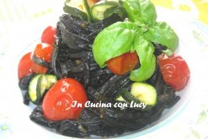 Tagliolini al nero di seppia,bottarga e verdure croccanti