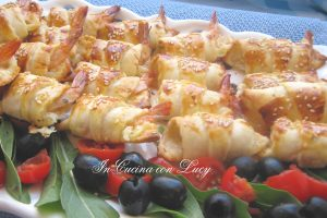 Croissant salati con gamberi