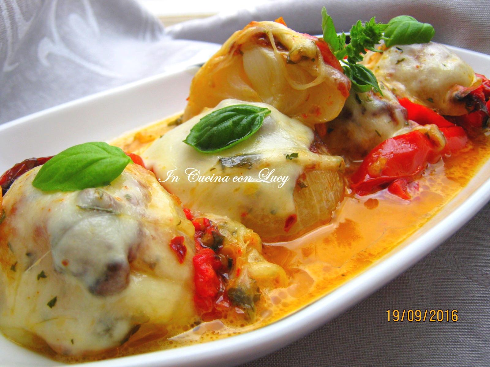 Cipolle fresche al forno con la mozzarella