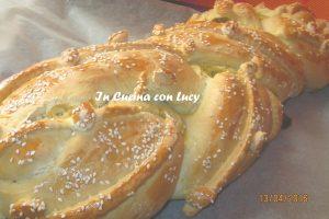 Treccia salata di pan brioche e sesamo