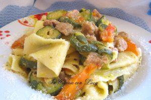 Maltagliati con ragù di zucchine e salsiccia