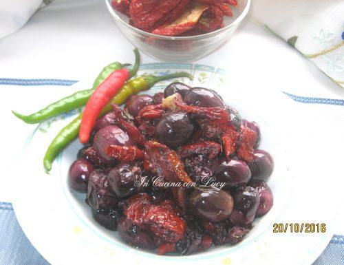 Olive dolci e pomodori secchi fritti