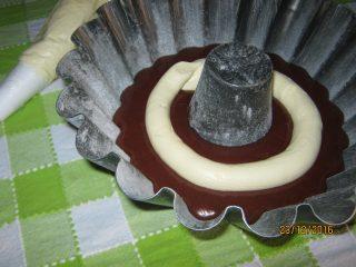 ciambella al cioccolato con un cuore di mascarpone