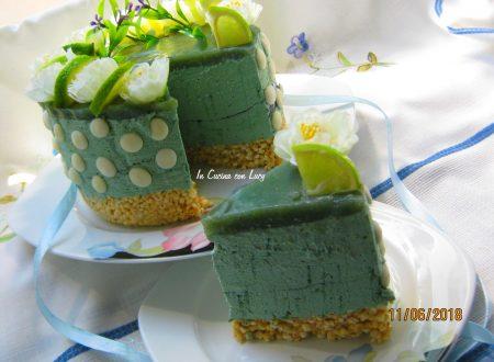 Cheesecake alla spirulina e lime e cioccolato bianco.